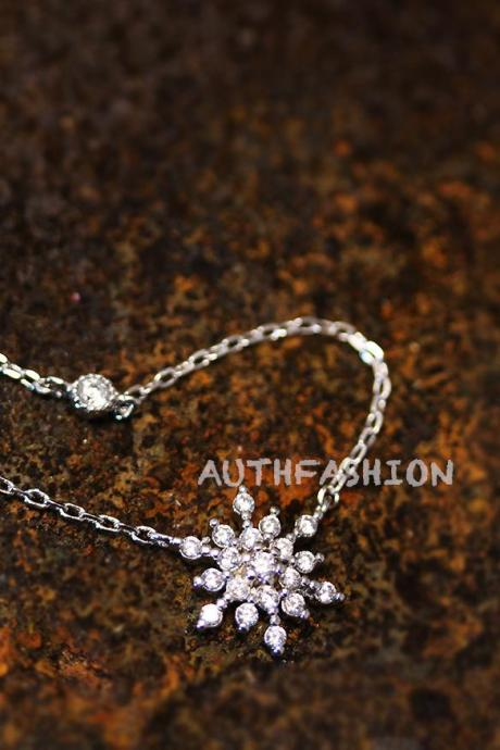 Snowflake Pendant Necklace Ice Snow Frozen Gift Idea Jewelry Winter Christmas